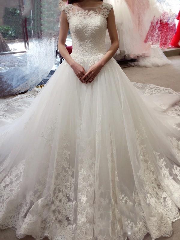 Duchesse-Linie Ärmellos Bateau-kragen Applikation Hof-Schleppe Tülle Brautkleider